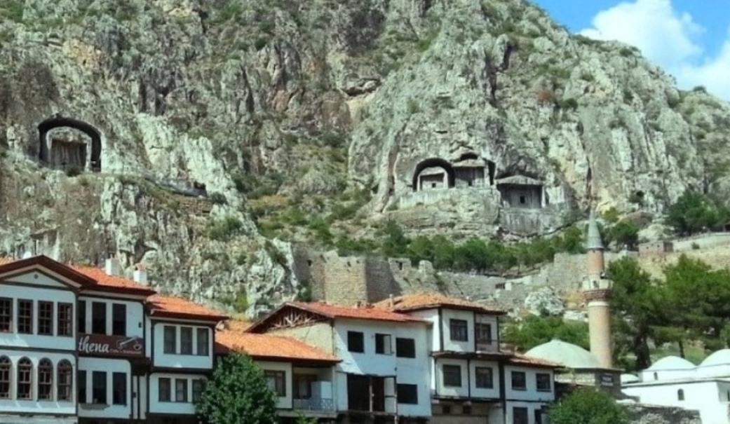 Türkiye'de Gezilecek 9 Etkileyici Kaya Mezarı